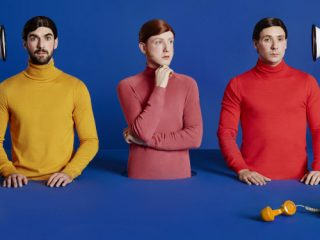 Two Door Cinema Club estrenan videoclip para Once